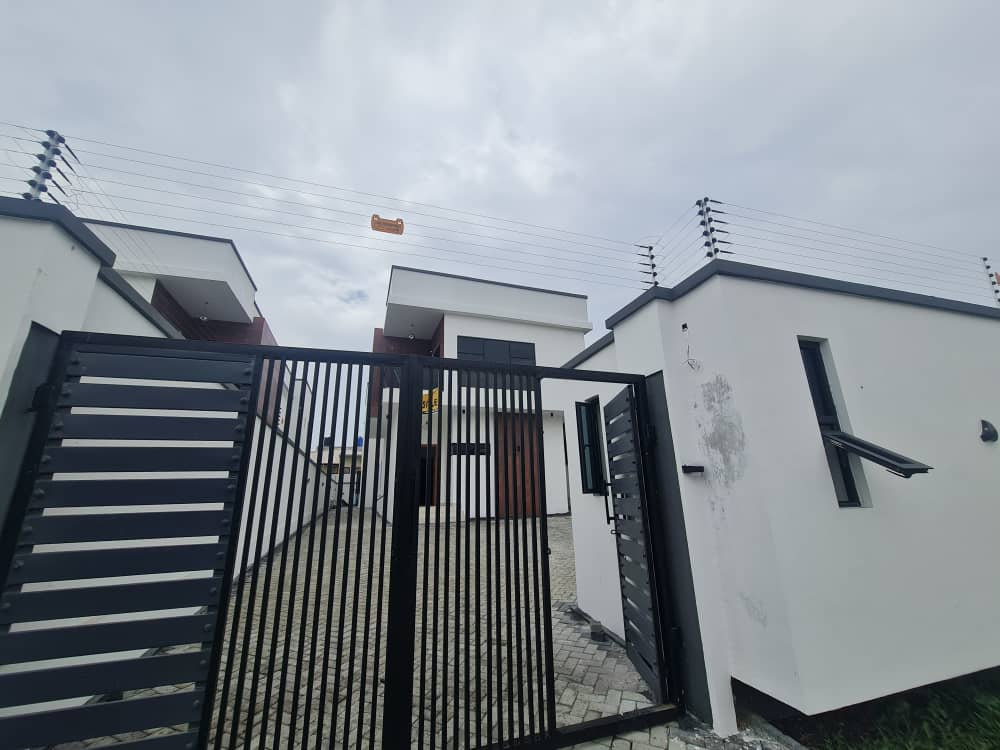 5 Bedroom Fully Detached Duplex with Bq For Sale