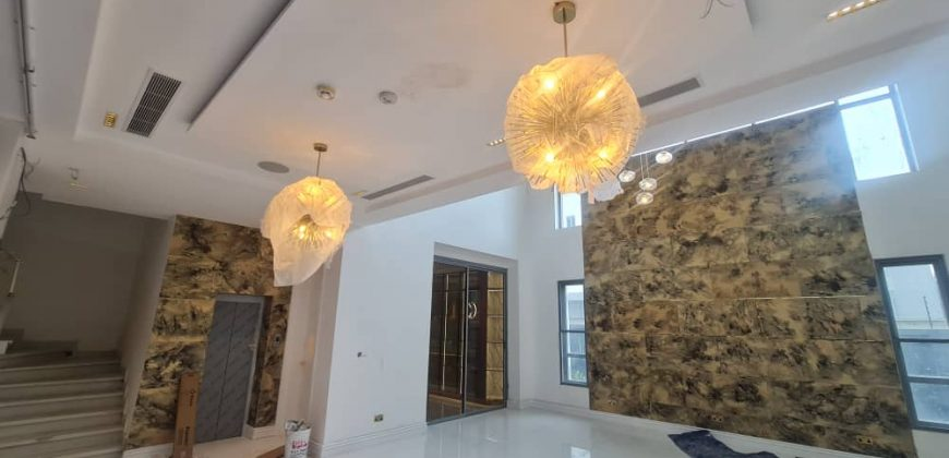 5 Bedroom Fully Detached Duplex with 2Bq For Sale