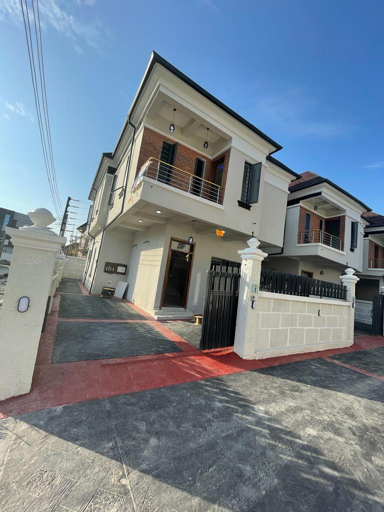 4 Bedroom Fully Detached Detached Duplex with Bq For Sale