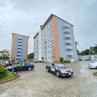 3 BEDROOM APARTMENT WITH COMMUNAL POOL AND GYM FOR SALE